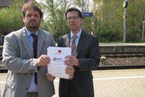 Foto Bahnsteig Bergheim: Dierk Timm und Guido van den Berg präsentieren das S-Bahn Konzept für den REK